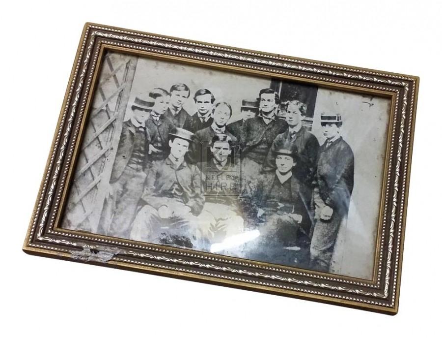 Small b&w photo of men