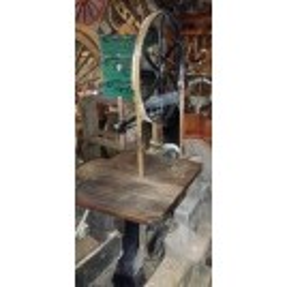 Floorstanding bandsaw