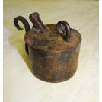 Round iron tinder box