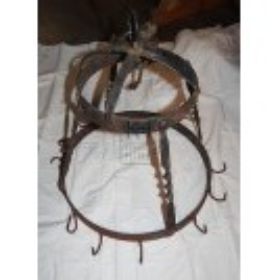 Round iron rack with hooks