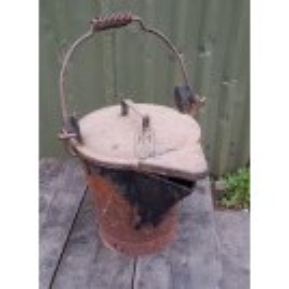 Tar bucket with lid