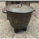 Riveted cooking pot with lid