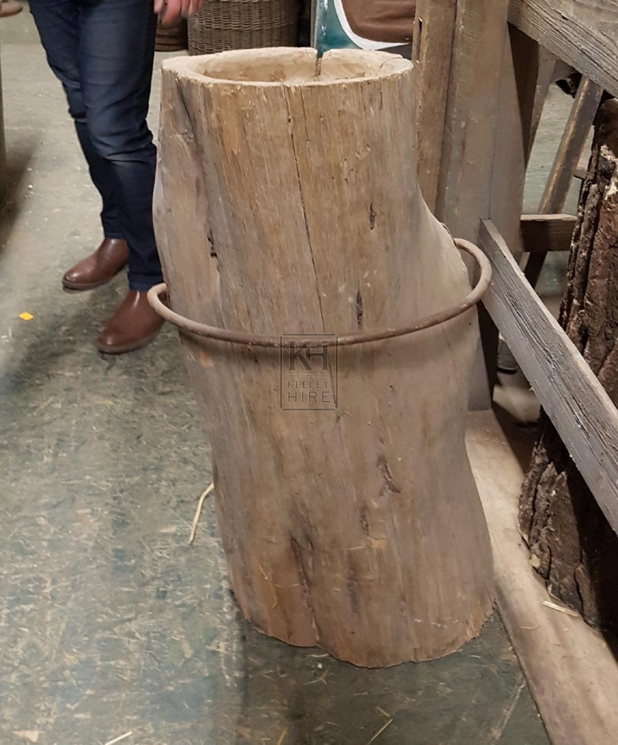 Trunk post with iron ring