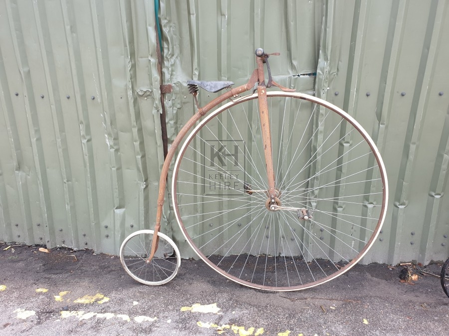 Aged penny farthing