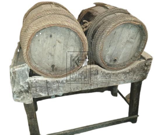 FS double wood barrel stand & 2 barrels