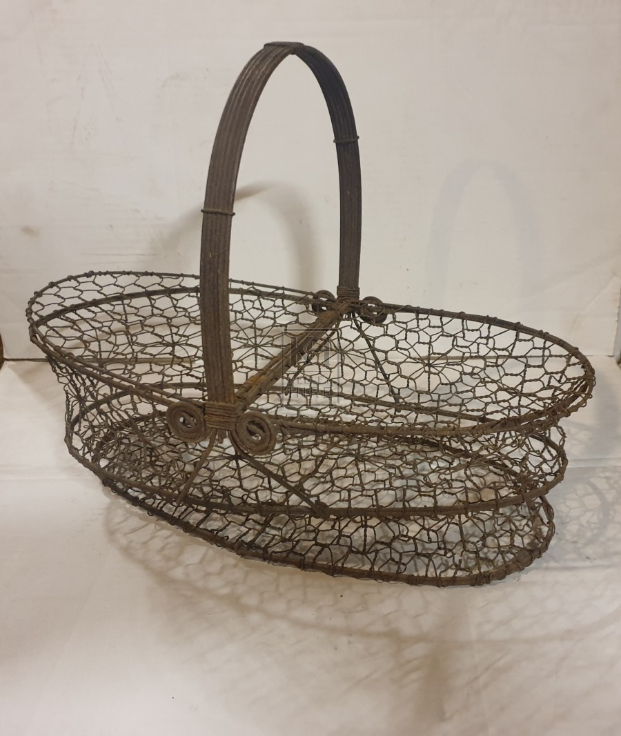 Metal wire basket with lids