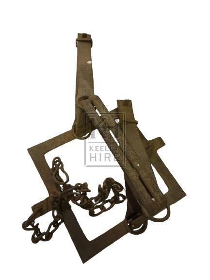 Square iron animal trap