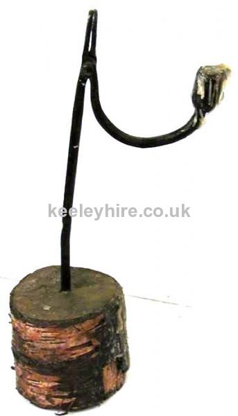 Single iron candle holder