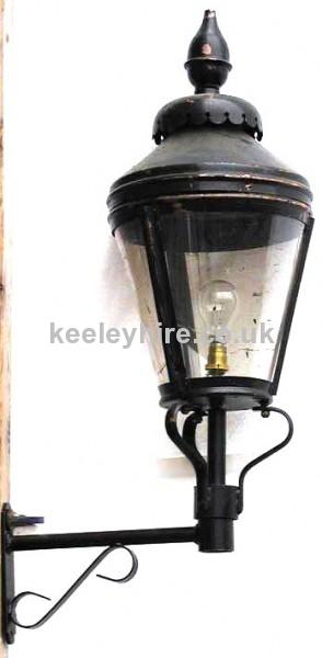 Round lamp top on bracket
