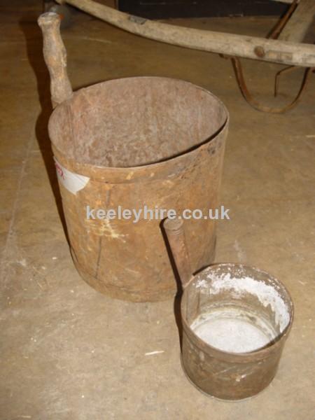 Iron measuring tubs