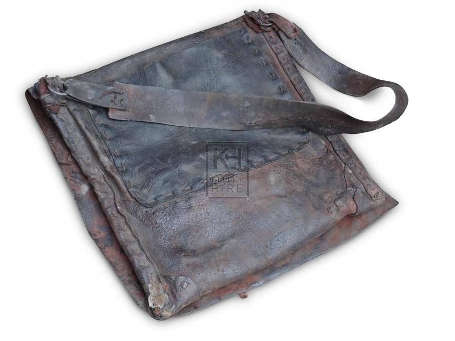 Leather shoulder bag with outside pocket