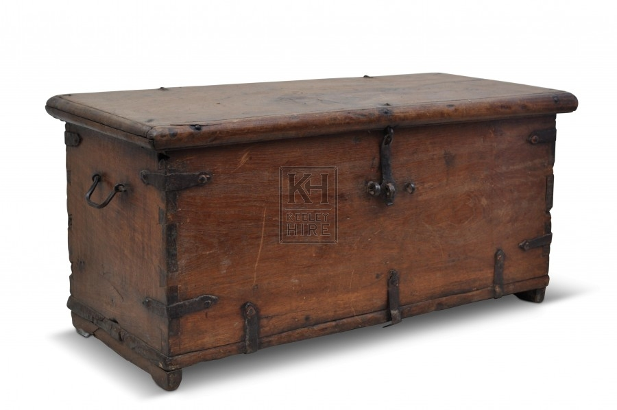Medium polished flat wood trunk