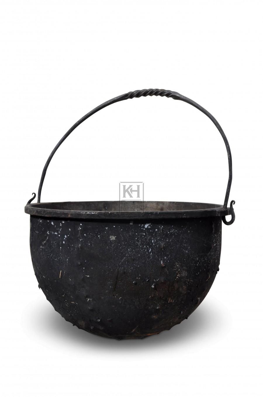 Medium Iron cooking pot with handle