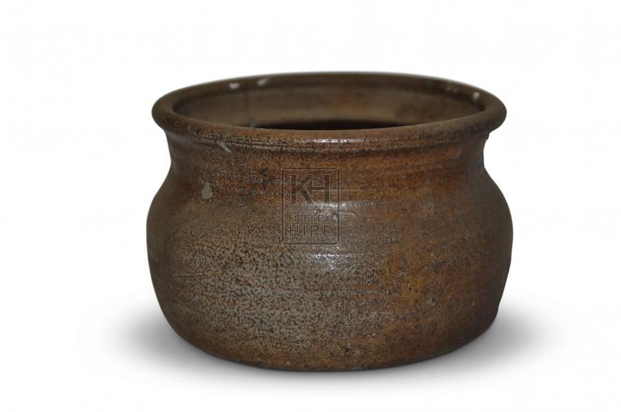 Short rimmed clay pot