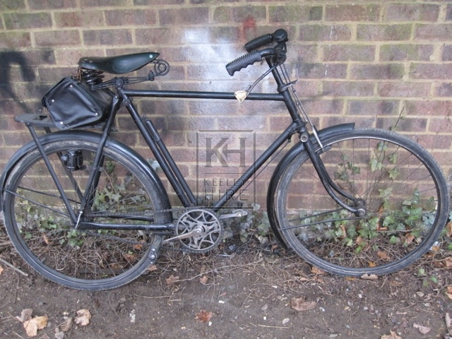 Gents bicycle with carrier & satchel