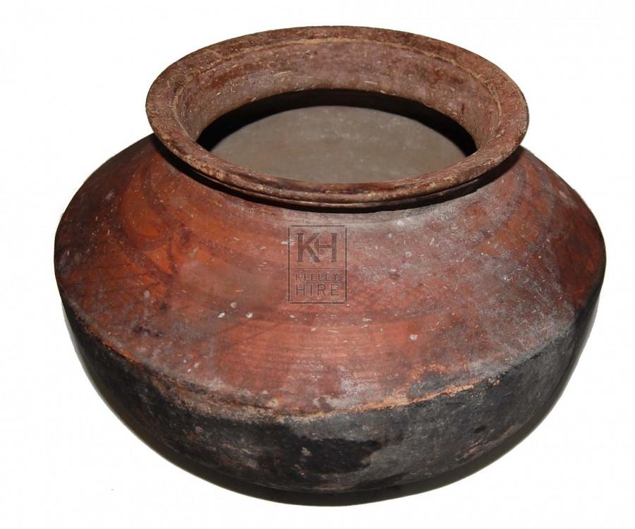 Shaped earthenware pot