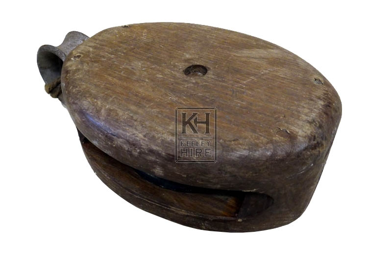 Wood pulley block with ring