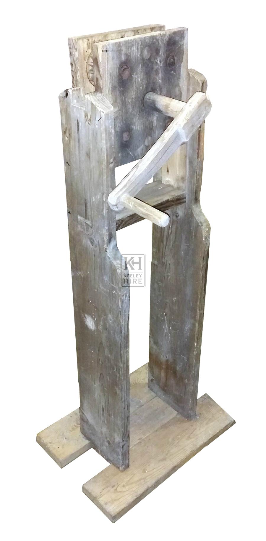 Large freestanding crank device