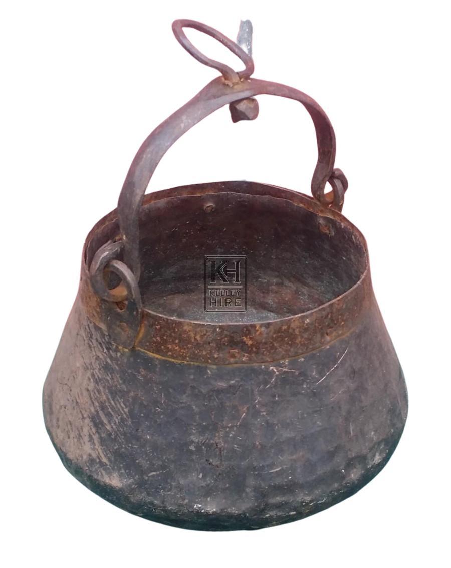Beaten shaped iron cooking pot