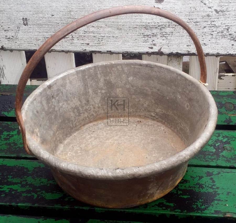 Iron cooking pot with fixed handles