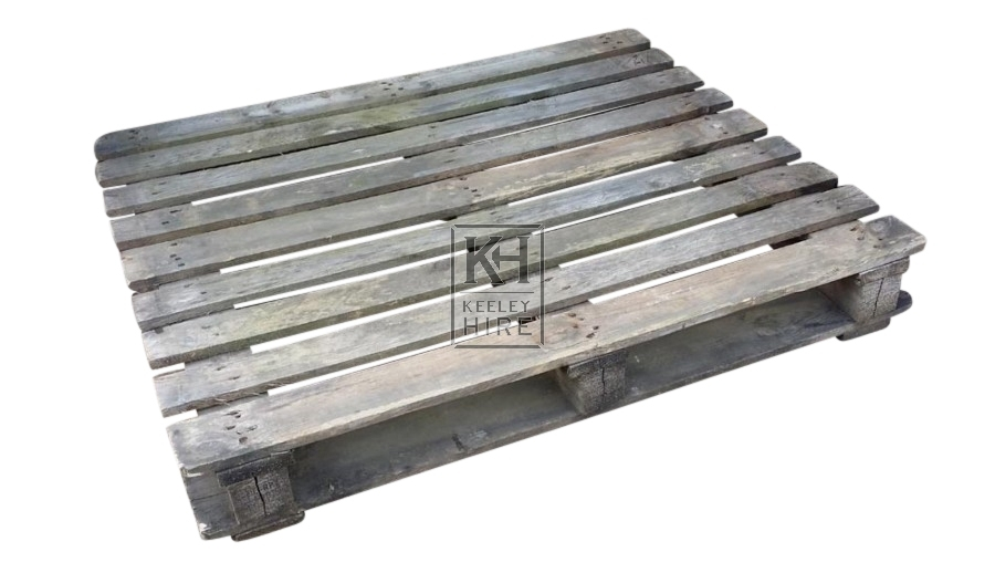 Wood slatted flat pallet