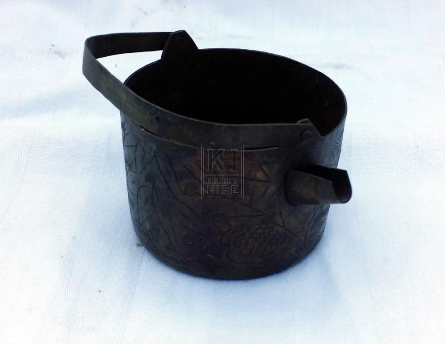 Small engraved pot with spout