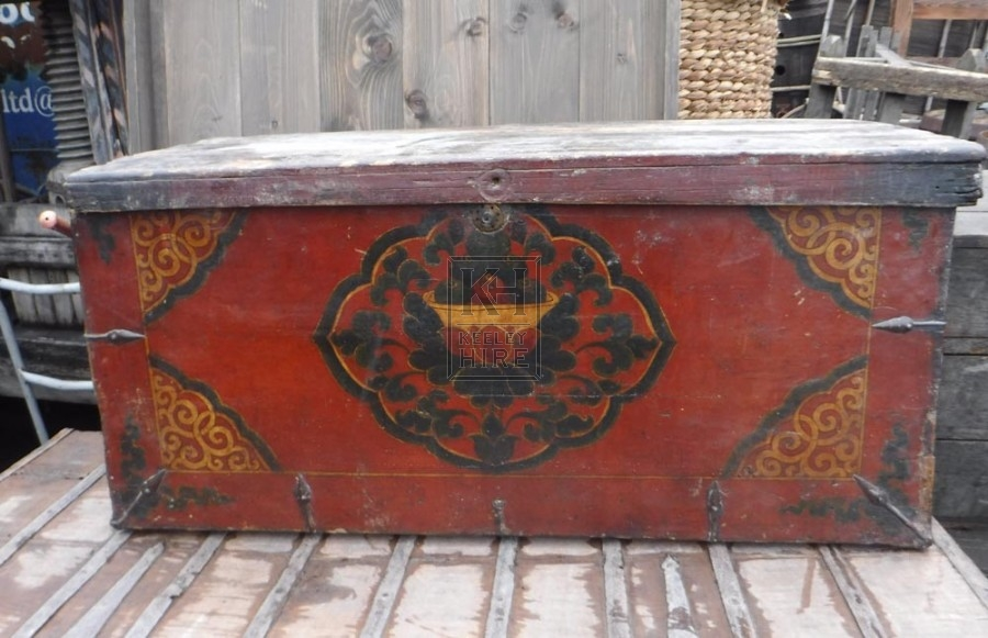 Flat wood painted trunk