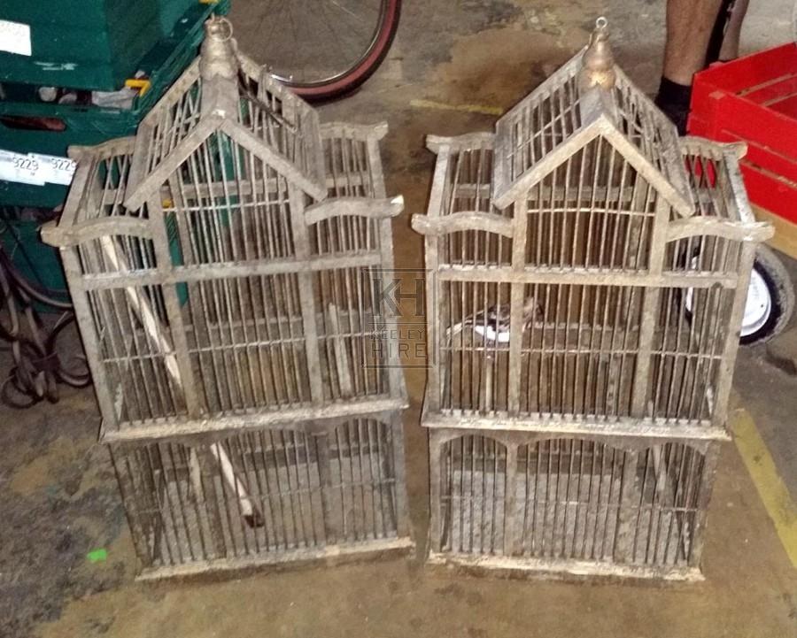 Apex roof bird cage